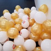 Подготовка за изработка на гирлянд от златни и бели балони 225