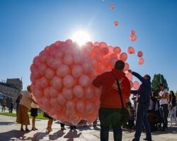 1200 розови балона полетяха в памет на жените, загубили битката с рака на гърдата