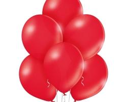 Група от чеверни балони със чери червено металиков цвят