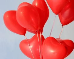 Heart shaped balloons red color without print