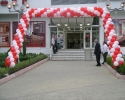 arch of balloons in red and white