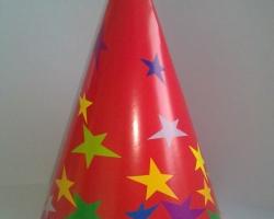 Парти шапка конус червена на звезди