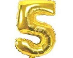 златист фолиев балон с цифра 5